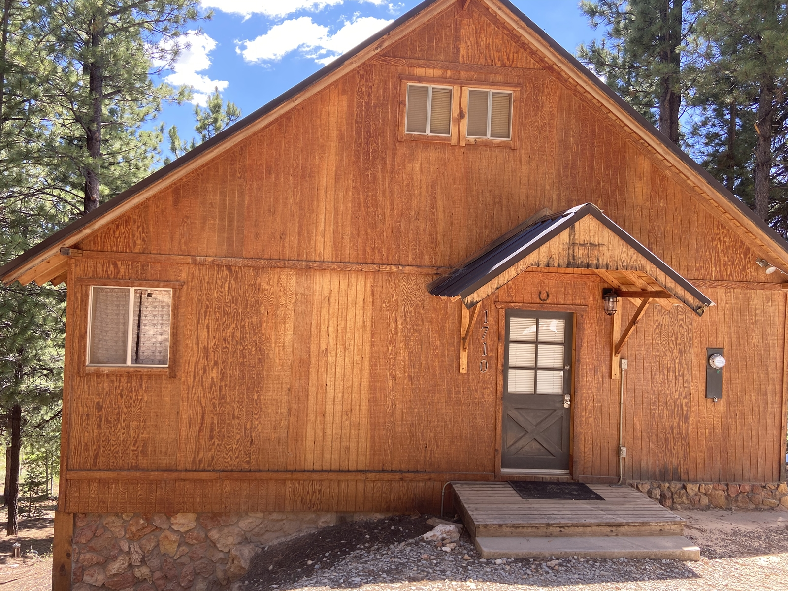 Floor Plan for The Bird House is  on wooded lot with wood burning stove and centrally located to the National Parks. 2  bedroom / 1 bath sleeps up to 6 people