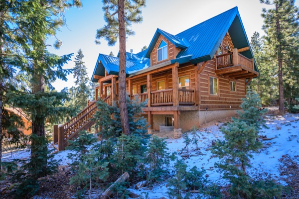 log cabin rental near Duck Creek Village